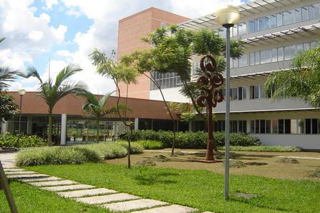 Faculdade-de-Educacao_imagelarge.jpg